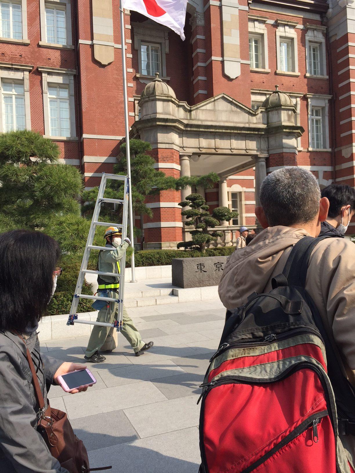 東京駅丸の内駅舎で記念撮影