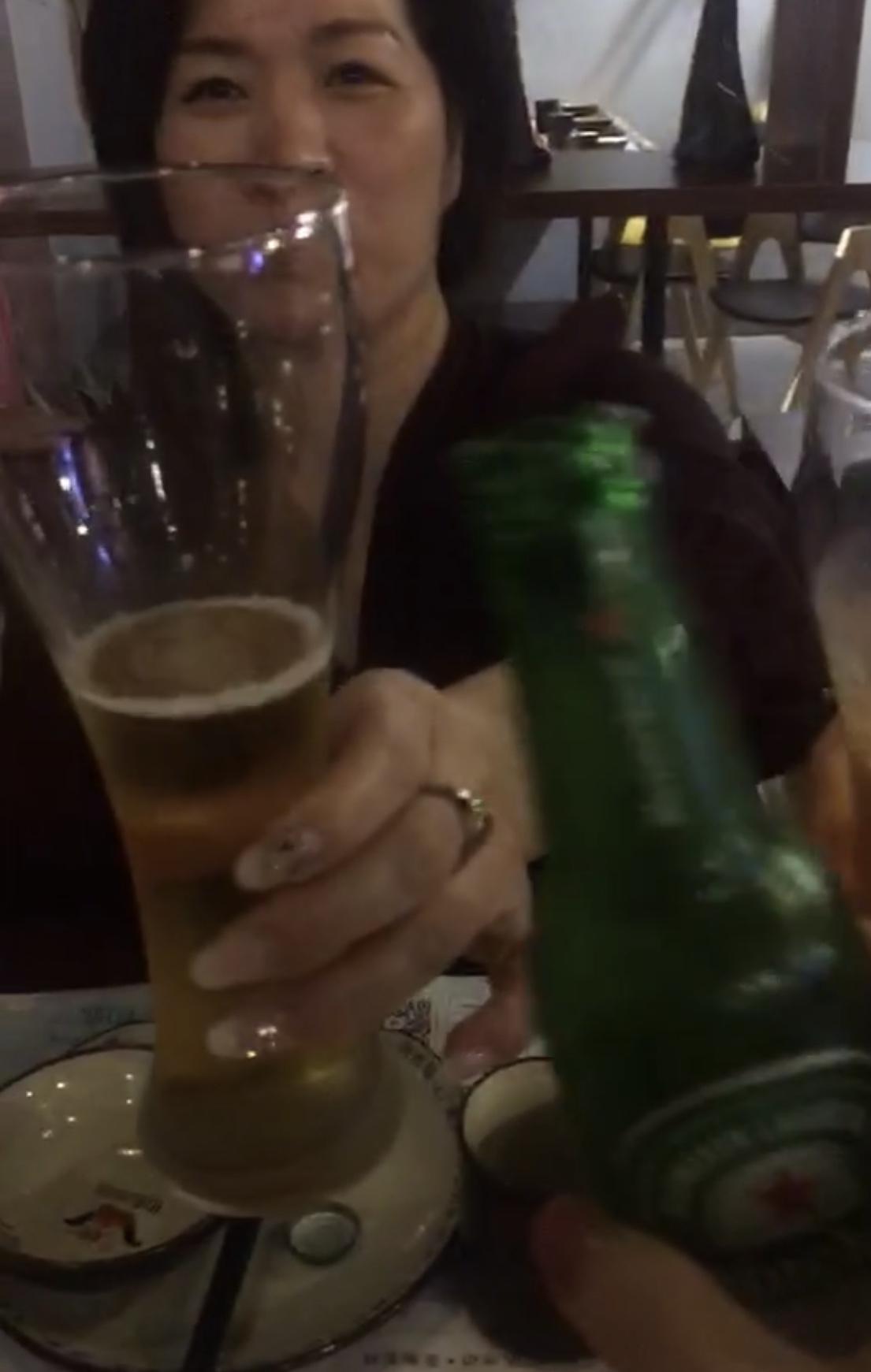 今天晚上来酒吧!